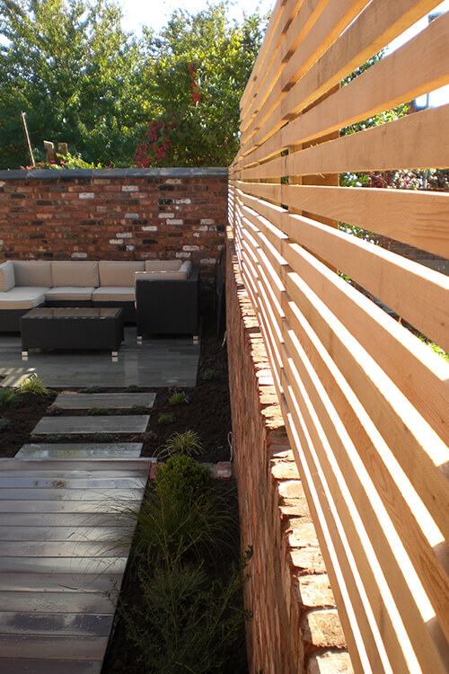 Contemporary Courtyard Chester - Cedar Horizontal Slatted Screening