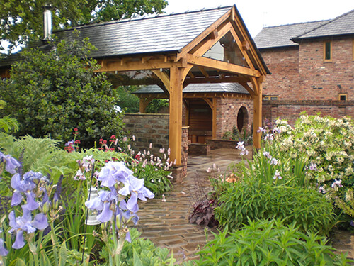Large Private Garden - Oak Frame Structures